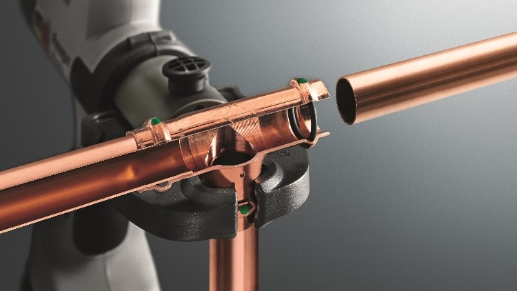 Copper pipe and press pipe fittings for Plastic plumbing vs copper